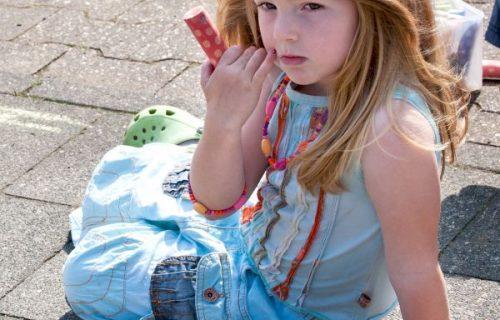 Foto van een meisje op het schoolplein, gebruikt op de website van CJG Scherpenzeel.