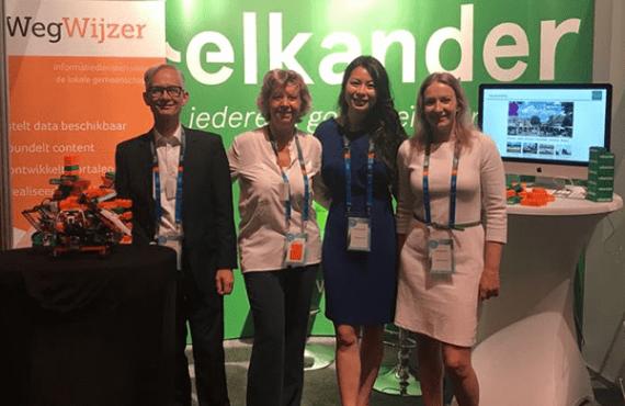 foto van medewerkers van Elkander en Wegwijzer op het VNG-congres.