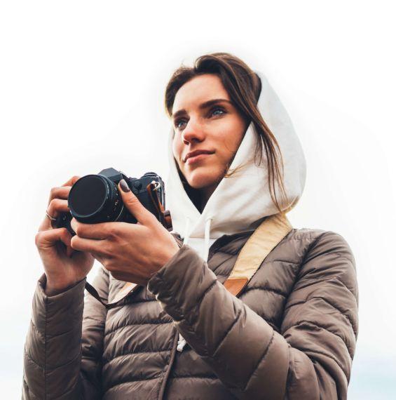 Foto van een vrouw met een camera